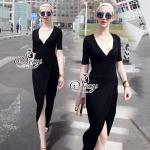 เดรสยาวMaxi Dress ดีเทลเนื้อผ้าสีพื้นสีดำเสื้อแขนยาวสี่ส่วนมีเชือกผ้าให้ผูกเอว