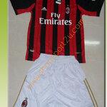 ชุดทีมเหย้า AC Milan 2012 -2013