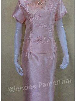 ชุดผ้าไหมอิตาลี สำเร็จรูป ปักเลื่อม สีโอรสอ่อน เสื้อ+กระโปรงยาว เบอร์ L