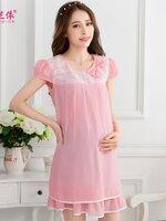 Dressกระโปรงผ้าชีฟองสีชมพูมีซับในเป็นผ้าฝ้ายเนื้อนิ่ม ด้านบนเป็นลายลูกไม้สีขาวคาดที่หน้าอก แขนสั้น คอกลม พร้อมเชือกผูกหลัง เนื้อผ้านิ่มสบายมากค้ะ